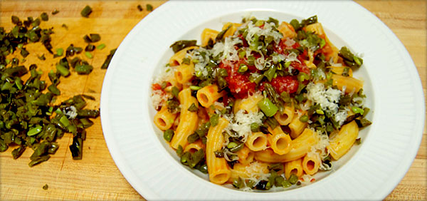 Recipe: Tomato Pasta with Crispy Green Beans and Manchego